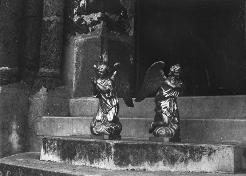 Statuettes : deux anges adorateurs