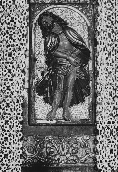 Tabernacle du maître-autel, relief : Christ aux liens