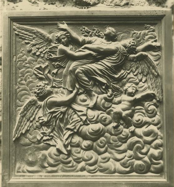 Bas-relief : le ravissement de sainte Madeleine (décor de la chapelle Saint-Maurice du refuge)