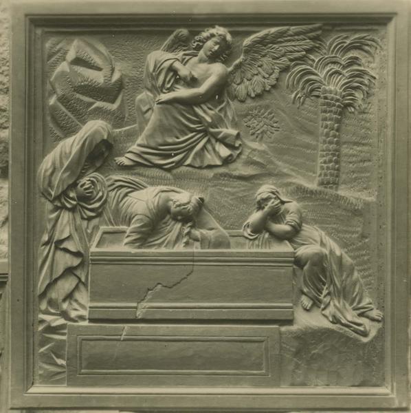 bas-relief : les Saintes femmes au tombeau