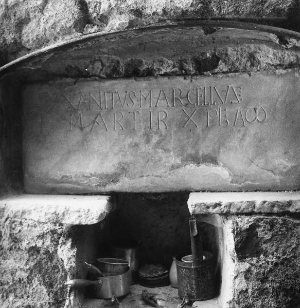 plaque à inscription authentifiant les reliques de saint Marcel, détail