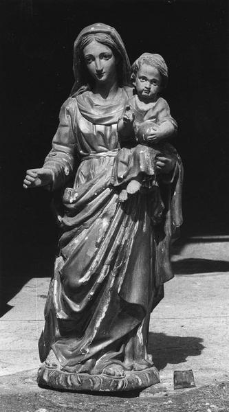 Groupe sculpté : Vierge à l'Enfant.