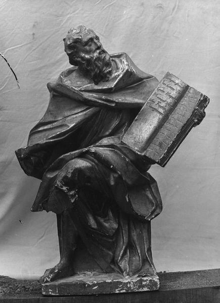 statuette : Moïse tenant les tables de la loi