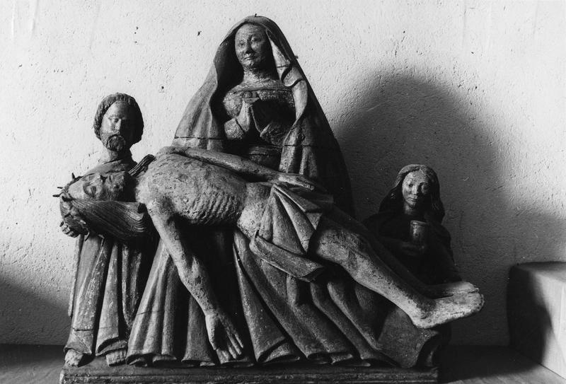 statue : Vierge de Pitié entre saint Jean et sainte Madeleine