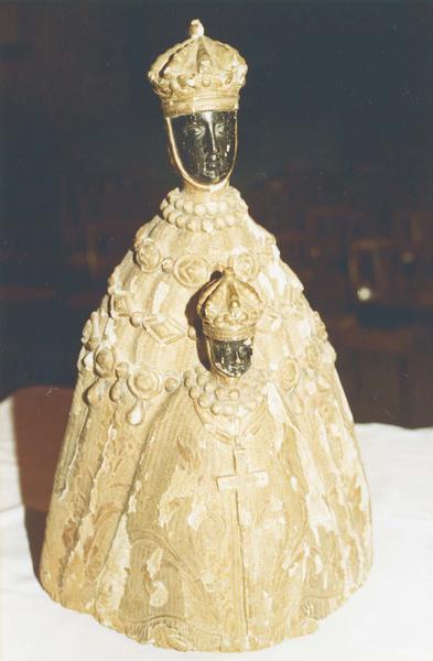statue : Vierge noire à l' Enfant, dite Notre-Dame de Solignac, vue de face