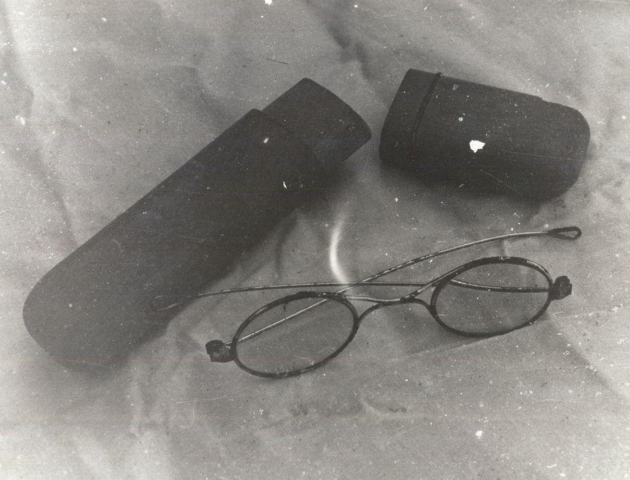 lunettes et leur étui