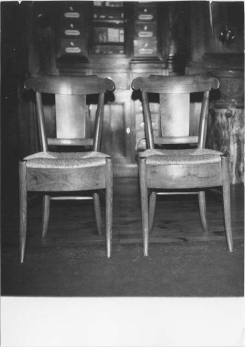 Cinq chaises