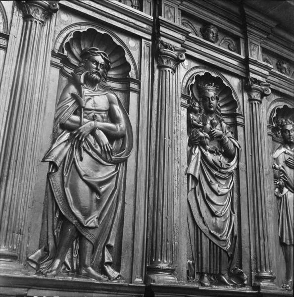 Portail, détail du vantail sculpté