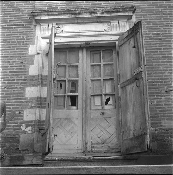 Façade, détail : fenêtre