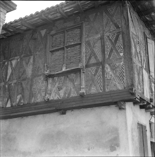 Partie supérieure de la façade : fenêtre