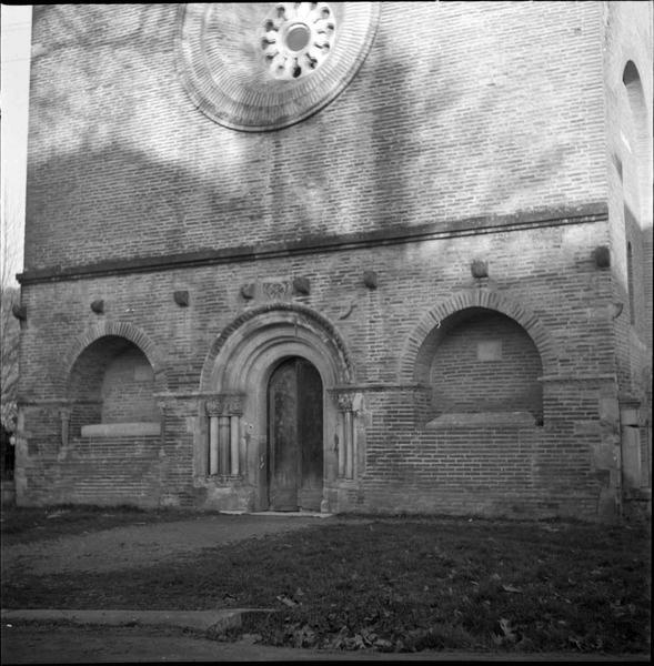 Façade ouest, vue partielle : portail