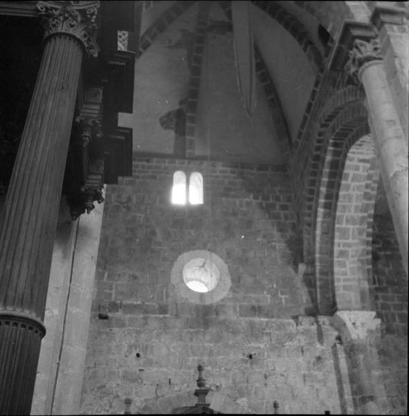 Intérieur de l'église ; oculus