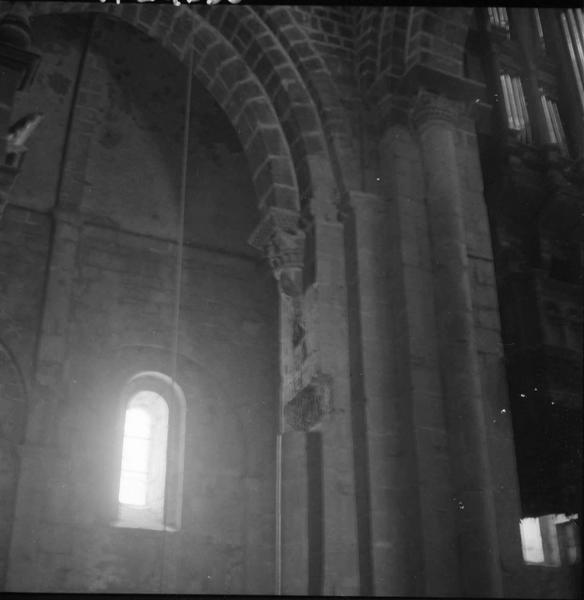 Intérieur de l'église : pilier