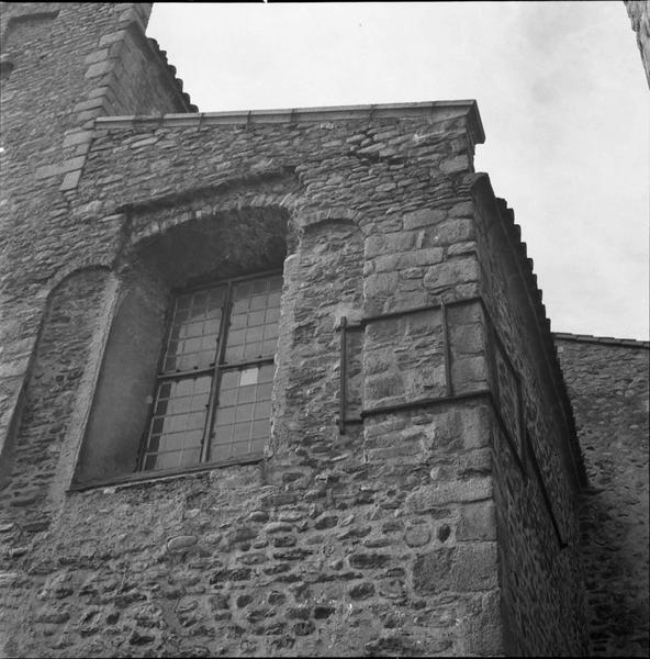 Eglise : Fenêtre, angle nord-est