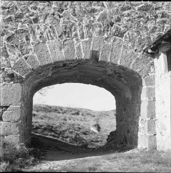 Passage voûté dans le mur
