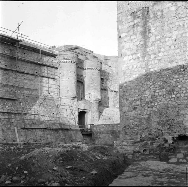 Mur de la porte sud échafaudé