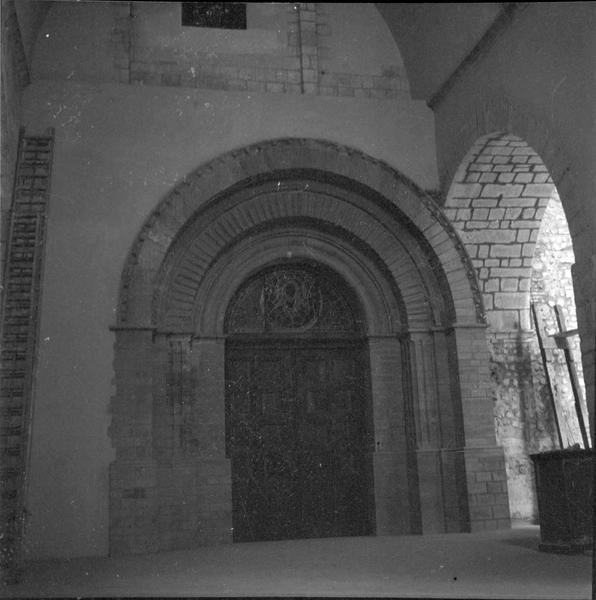 Intérieur, porte d'entrée