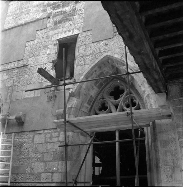 Partie supérieure d'une fenêtre échafaudée
