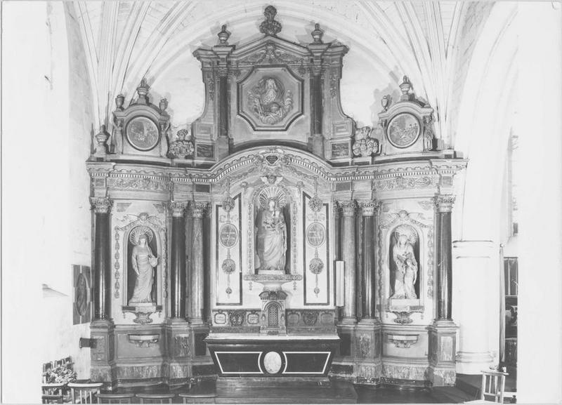 Autel, retable (chapelle de la Vierge) du bas-côté nord, statues : Vierge et l'Enfant, sainte et la Vierge et saint Victoire