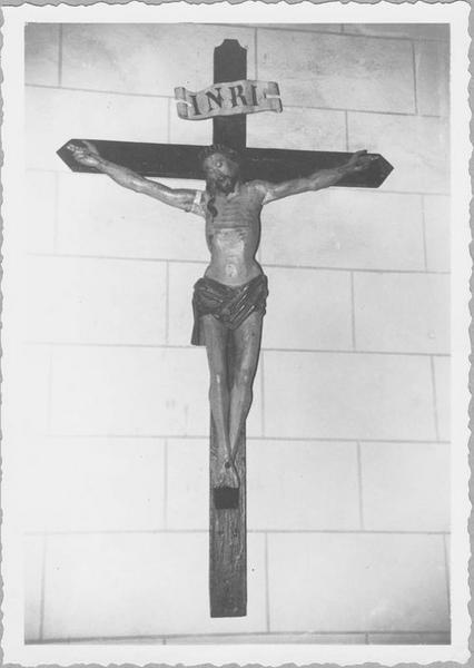 Statue : Christ en croix (vue rapprochée)