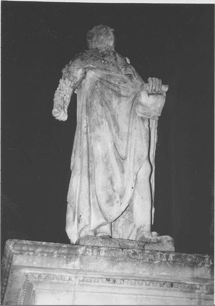 Statue: Louis XVI, vue générale