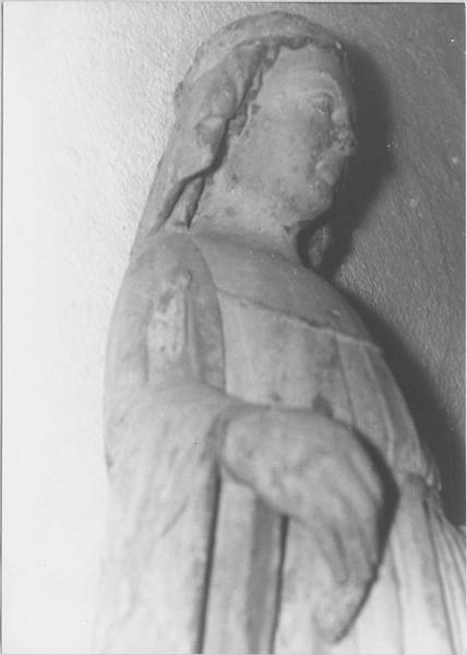 Statue : sainte Marguerite (détail)