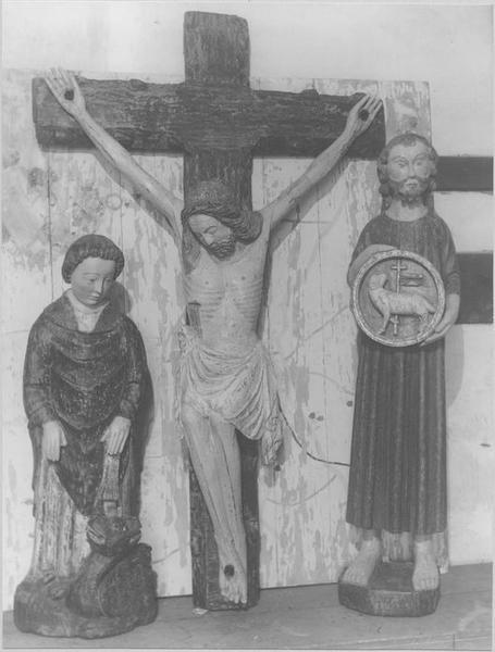 statues : le Christ en croix, saint Jean-Baptiste, saint Pol de Léon