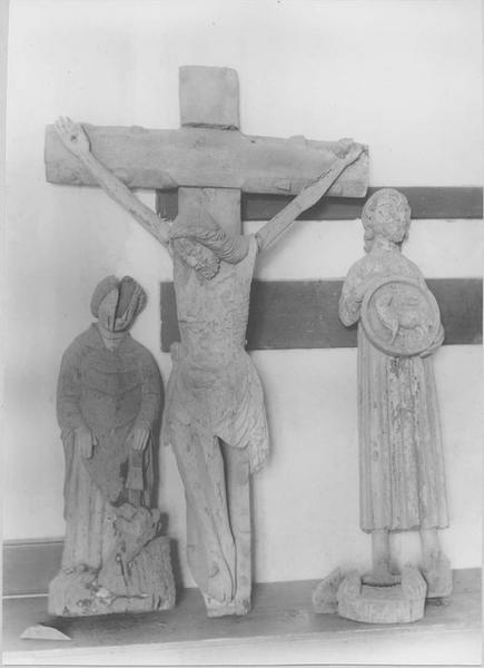 statue : le Christ en croix