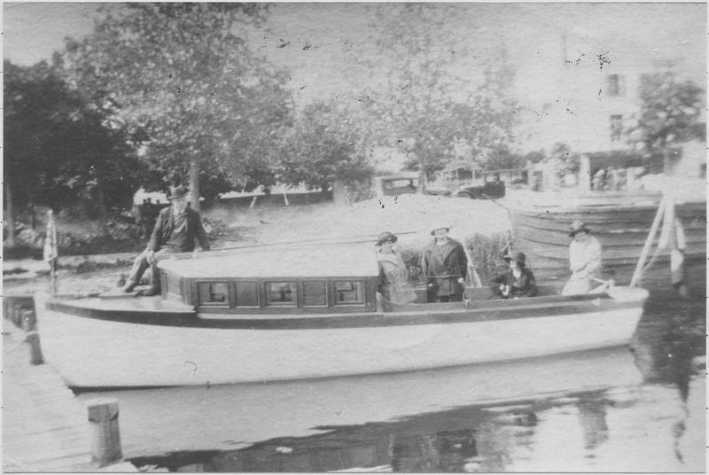 Bateau de plaisance : canot à moteur dit Simone II