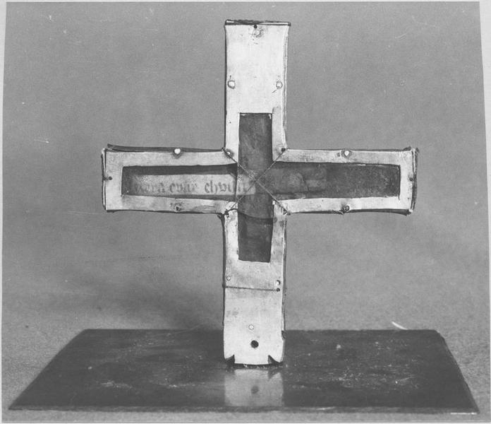 Croix-reliquaire, reliquaire