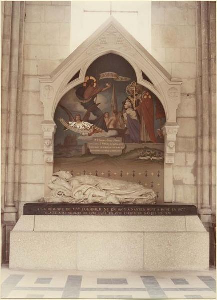 Statue (gisant), de monseigneur Fournier