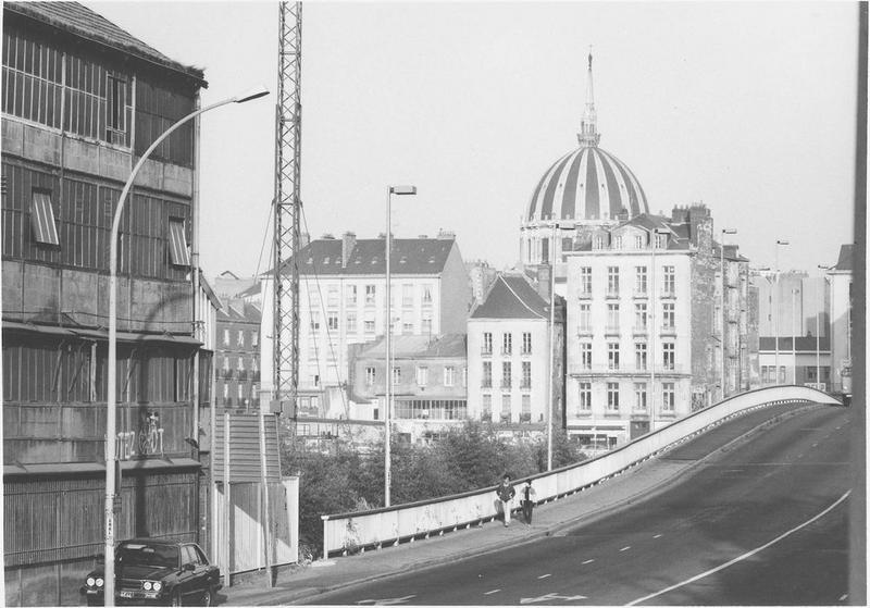 Vue extérieure du dôme de l'église Notre-Dame de bon port