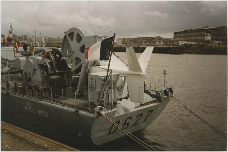 Navire de combat dit Maillé Brézé (escorteur d'escadre, type T 47)