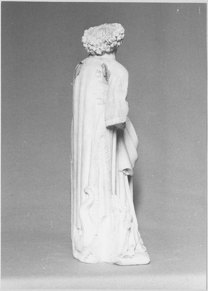 Groupe sculpté : donateur agenouillé près de saint Michel terrassant le dragon