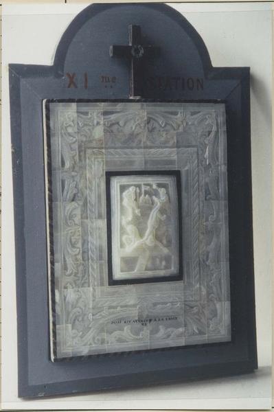 chemin de croix : 14 bas-reliefs et leurs cadres