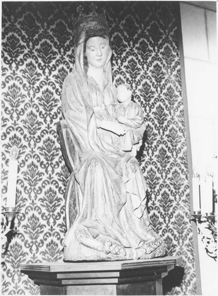 Groupe sculpté: la Vierge à l'Enfant