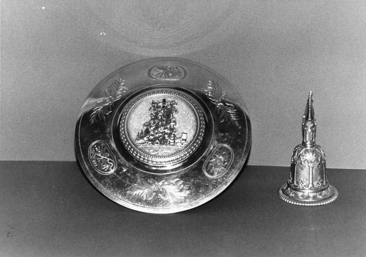 Clochette et patène, chapelle de Monseigneur Gallard, 1823-1838