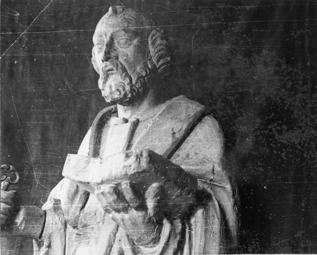 Statue : saint Pierre, bois, 18e siècle, détail du buste, vue par la droite