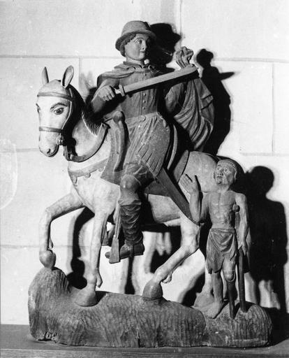 Groupe sculpté : La Charité de saint Martin, bois polychrome, 17e siècle