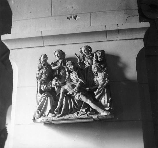 Groupe sculpté : La Déploration du Christ, bois sculpté et polychrome, 16e siècle