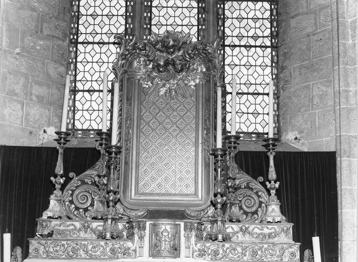 Dais d'autel avec gradins et volutes, bois doré, fin du 18e siècle