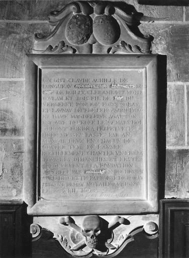 Plaque funéraire avec épitaphe de Claude Achille de Longueau, seigneur de Boilly Clerambault Motteboulain, pierre, 1698