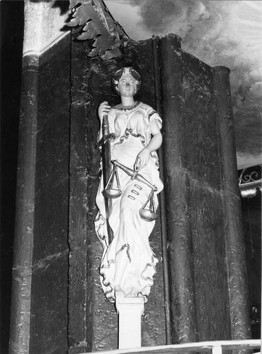 Statue : figure allégorique représentant La Justice, bois polychromé, 17e siècle