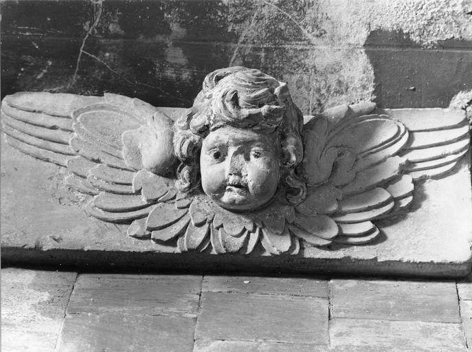 Sculpture représentant une tête d'ange, pierre polychromée, Louis XIII