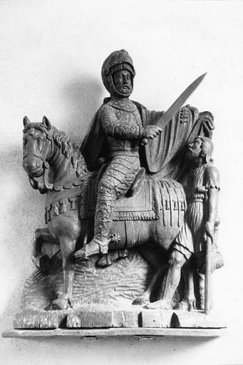 Groupe sculpté : La Charité de saint Martin partageant son manteau, bois sculpté, 16e siècle