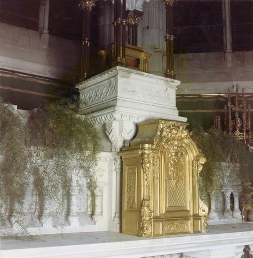 Tabernacle, bois sculpté et doré, 1792, vu par la gauche