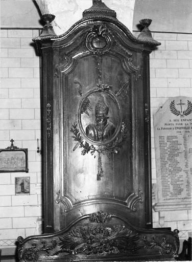Banc d'oeuvre, bois sculpté, 18e siècle, détail du dossier