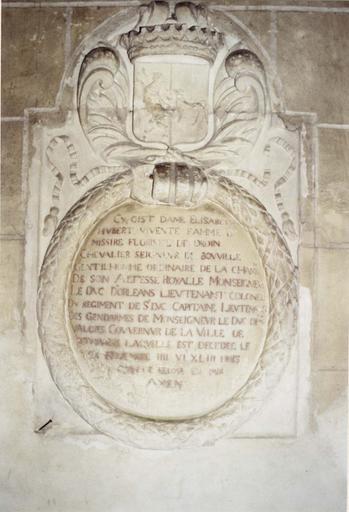 Plaque funéraire avec épitaphe d'Elisabeth Hubert, femme de Florisel Droin, seigneur de Bouville, pierre gravée, 1643