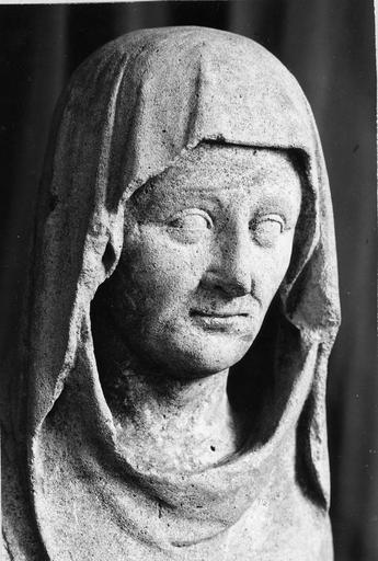 Statue : sainte Anne, pierre sculptée, 15e siècle, détail de la tête
