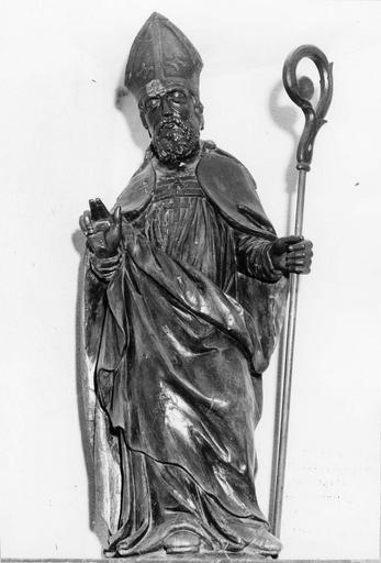 Statue : évêque bénissant, bois, 17e siècle